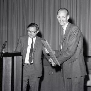 Lundin receives award.