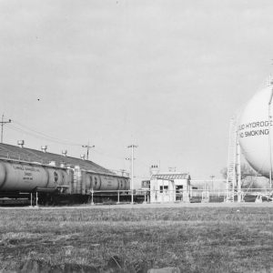 Round hydrogen tank with railcar tanker