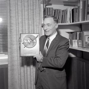 Pinkel with plaque.