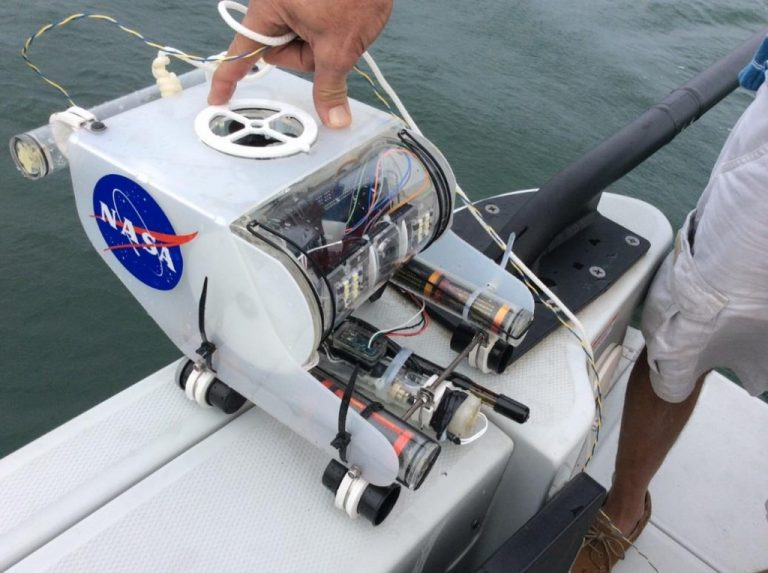 Submersible Rover for Ground Truth Measurements